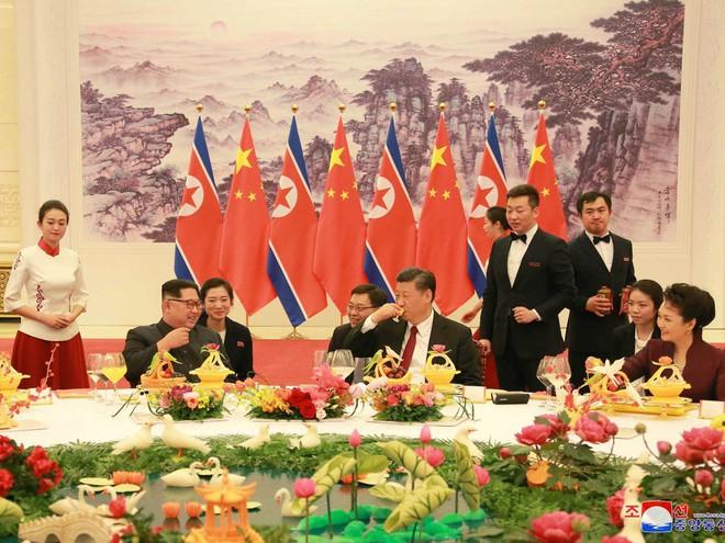 KCNA công bố loạt ảnh mãn nhãn về chuyến thăm Trung Quốc của nhà lãnh đạo Kim Jong-un - Ảnh 12.
