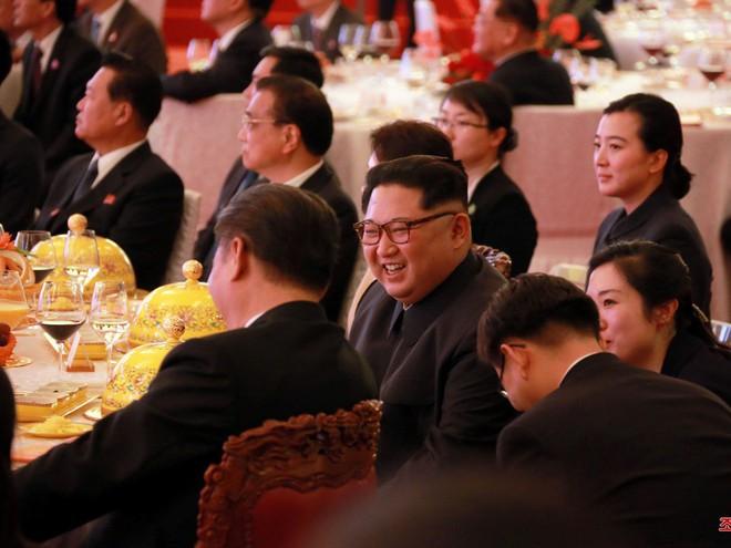 KCNA công bố loạt ảnh mãn nhãn về chuyến thăm Trung Quốc của nhà lãnh đạo Kim Jong-un - Ảnh 13.