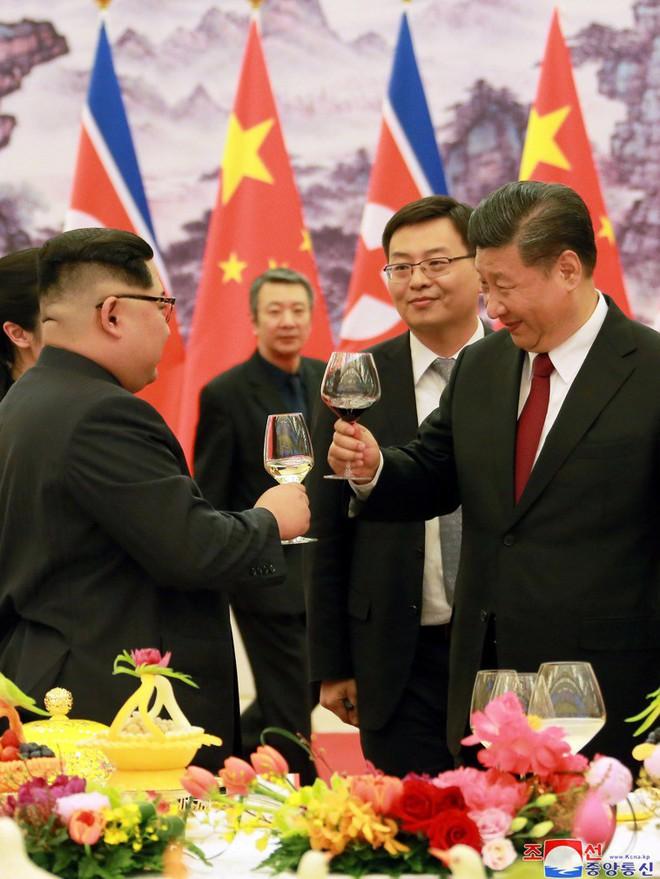 KCNA công bố loạt ảnh mãn nhãn về chuyến thăm Trung Quốc của nhà lãnh đạo Kim Jong-un - Ảnh 16.