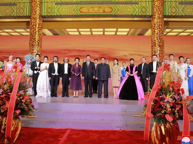 KCNA công bố loạt ảnh mãn nhãn về chuyến thăm Trung Quốc của nhà lãnh đạo Kim Jong-un - Ảnh 17.