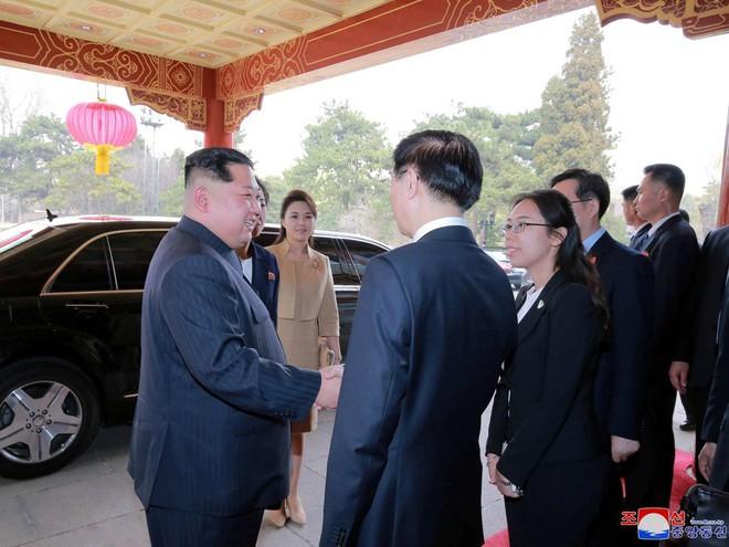 KCNA công bố loạt ảnh mãn nhãn về chuyến thăm Trung Quốc của nhà lãnh đạo Kim Jong-un - Ảnh 1.