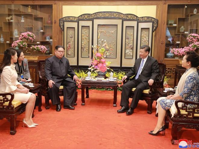 KCNA công bố loạt ảnh mãn nhãn về chuyến thăm Trung Quốc của nhà lãnh đạo Kim Jong-un - Ảnh 10.