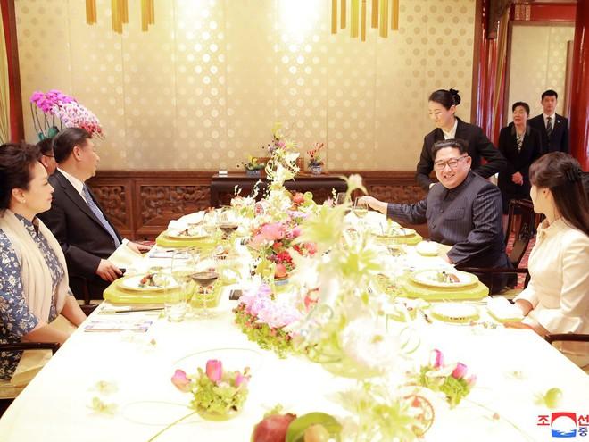 KCNA công bố loạt ảnh mãn nhãn về chuyến thăm Trung Quốc của nhà lãnh đạo Kim Jong-un - Ảnh 11.