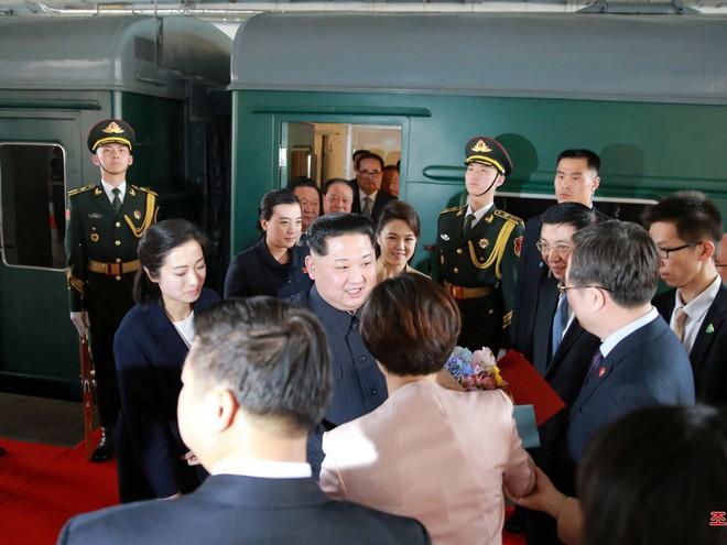 KCNA công bố loạt ảnh mãn nhãn về chuyến thăm Trung Quốc của nhà lãnh đạo Kim Jong-un - Ảnh 19.