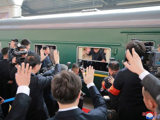 KCNA công bố loạt ảnh mãn nhãn về chuyến thăm Trung Quốc của nhà lãnh đạo Kim Jong-un - Ảnh 21.