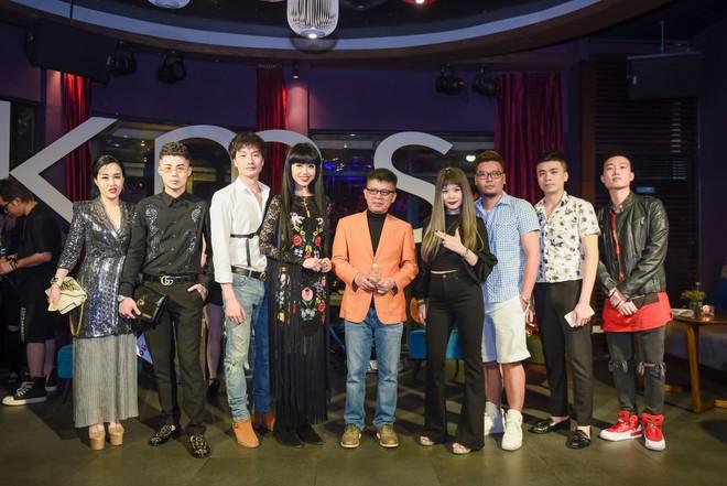 Siêu mẫu gốc Việt nổi tiếng - Jessica Minh Anh xuất hiện giản dị tại một sự kiện ở Hà Nội - Ảnh 2.