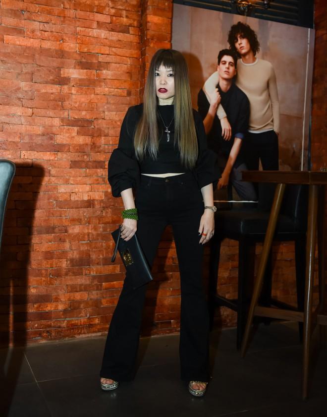 Siêu mẫu gốc Việt nổi tiếng - Jessica Minh Anh xuất hiện giản dị tại một sự kiện ở Hà Nội - Ảnh 5.