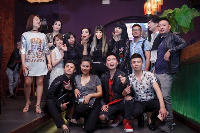 Siêu mẫu gốc Việt nổi tiếng - Jessica Minh Anh xuất hiện giản dị tại một sự kiện ở Hà Nội - Ảnh 3.