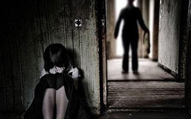Bé gái 11 tuổi bị đồng nghiệp của bố xâm hại tình dục