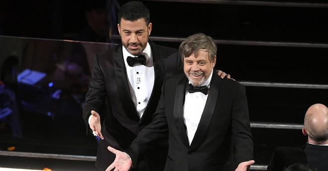 Dàn sao hạng A Hollywood bất ngờ bỏ Oscar, ập đến rạp chiếu phim đối diện - Ảnh 1.