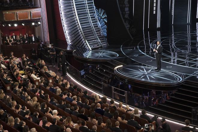 Dàn sao hạng A Hollywood bất ngờ bỏ Oscar, ập đến rạp chiếu phim đối diện - Ảnh 2.