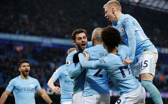 """""""Bỏ túi"""" Chelsea ngon ơ, Man City huýt sáo chào Premier League để về đích"""