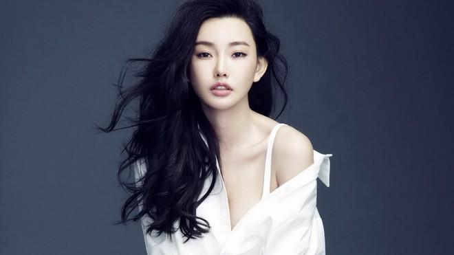 Nhan sắc nóng bỏng của con gái Châu Nhuận Phát được vua phim 18+ để ý - Ảnh 7.