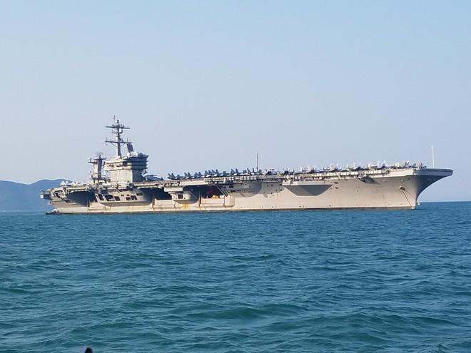 1 giờ la cà trên USS Carl Vinson và cuộc gặp với cô gái Việt phục vụ trên tàu sân bay Mỹ - Ảnh 3.