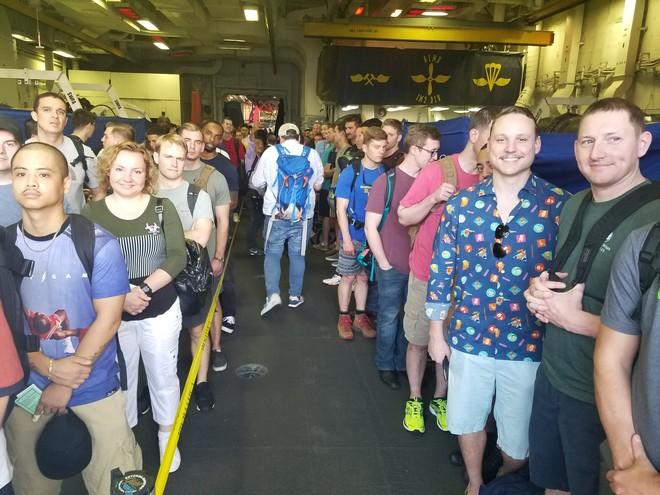 1 giờ la cà trên USS Carl Vinson và cuộc gặp với cô gái Việt phục vụ trên tàu sân bay Mỹ - Ảnh 5.