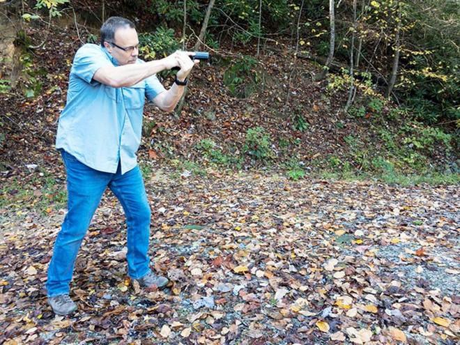 Đánh giá nhanh ưu nhược điểm của 4 tư thế đứng bắn súng ngắn phổ biến - Ảnh 12.