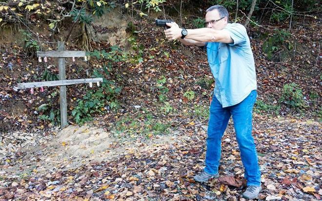 Đánh giá nhanh ưu nhược điểm của 4 tư thế đứng bắn súng ngắn phổ biến - Ảnh 3.