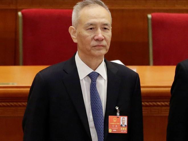 Vương Kỳ Sơn hút sóng Lưỡng hội: Phó Chủ tịch quân ủy giơ tay chào và hồ hởi bắt tay - Ảnh 6.