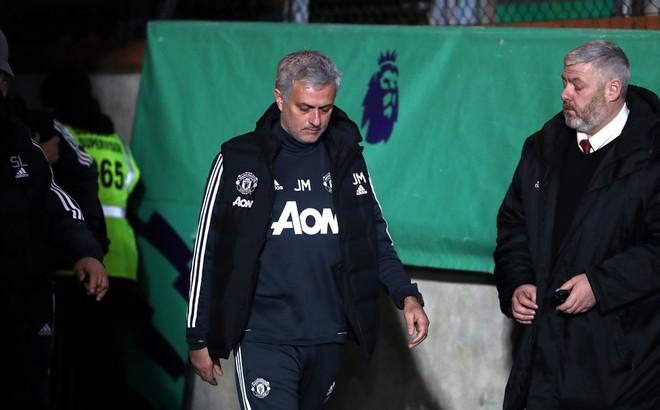 """Mourinho dùng """"máy sấy tóc"""" với các học trò như Sir Alex thuở nào"""