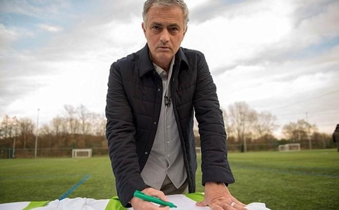 """""""Người đặc biệt"""" Mourinho kí hợp đồng với điện Kremlin, Nga"""