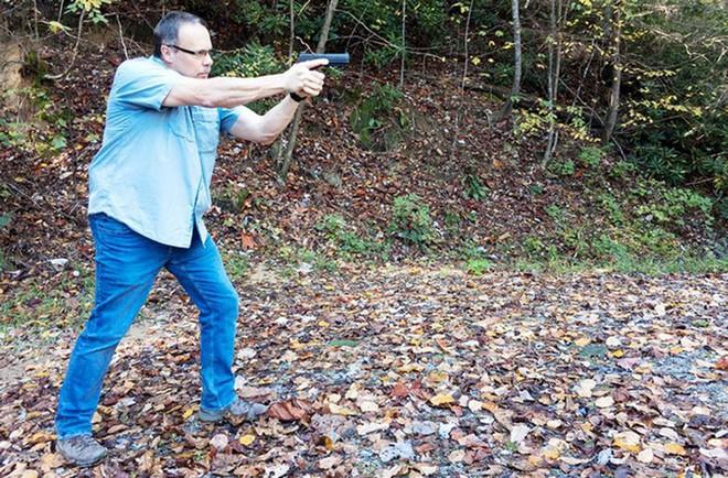Đánh giá nhanh ưu nhược điểm của 4 tư thế đứng bắn súng ngắn phổ biến - Ảnh 6.