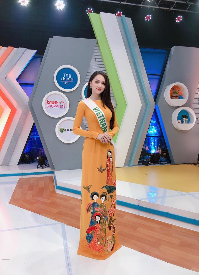 Clip: Hương Giang tự tin nói tiếng Anh, lại trả lời phỏng vấn xuất sắc trên sóng truyền hình Thái Lan - Ảnh 2.