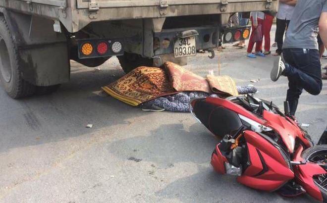 Tông vào xe tải, 2 nam thanh niên đi xe Exciter tử vong