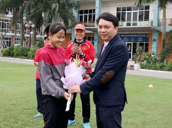 Những cô gái vàng Việt Nam nhận món quà ý nghĩa ngày 8/3 - Ảnh 3.