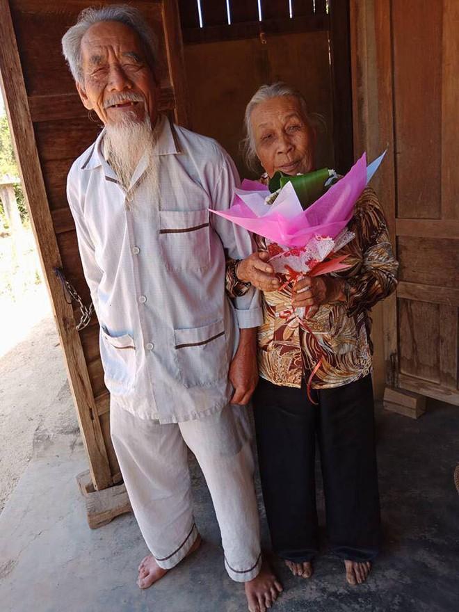 Chị em kiểm kê quà ngày 8/3: Người được tặng chùm hoa sữa, người hãnh diện khoe chỉ vàng - Ảnh 5.