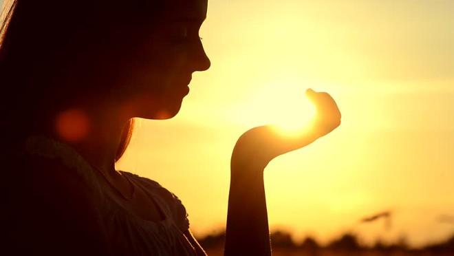 Là phụ nữ, phải sở hữu 3 thần thái này để cánh đàn ông khó lòng cưỡng lại - Ảnh 6.