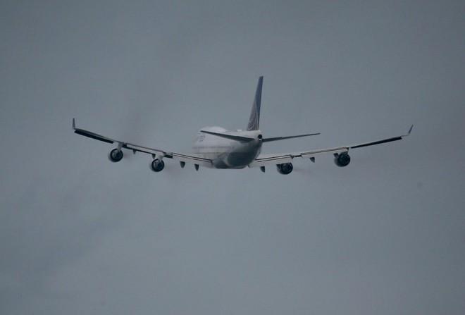 Video: Hành khách hét Ta là Chúa, đòi mở cửa máy bay - Ảnh 1.