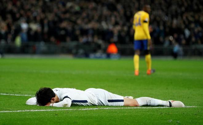 Son Heung-min khóc nghẹn ngày bị loại khỏi Champions League - Ảnh 2.