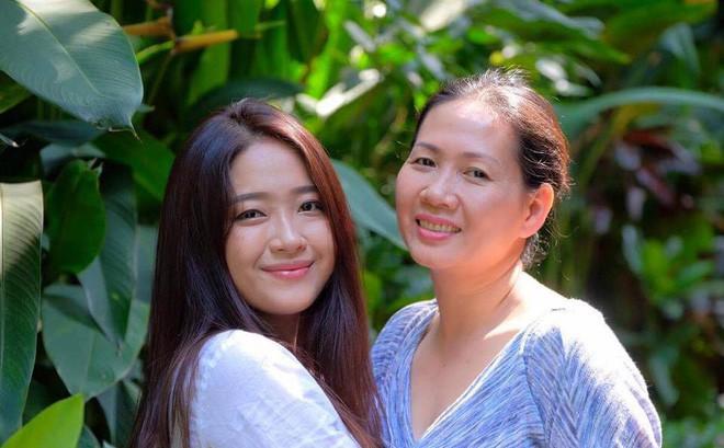 Ái nữ của người mẹ Giám đốc khuyên con gái đừng mua chiếc túi 300 đô rỗng: Là tiểu thư được cưng chiều, vẫn đi làm thêm kiếm sinh hoạt phí