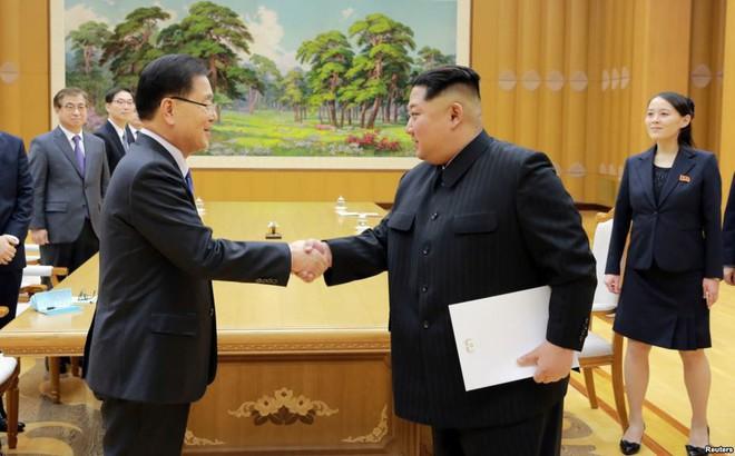 """4 giờ đồng hồ và nghệ thuật ngoại giao """"thân thiện, táo bạo"""" của ông Kim Jong-un"""