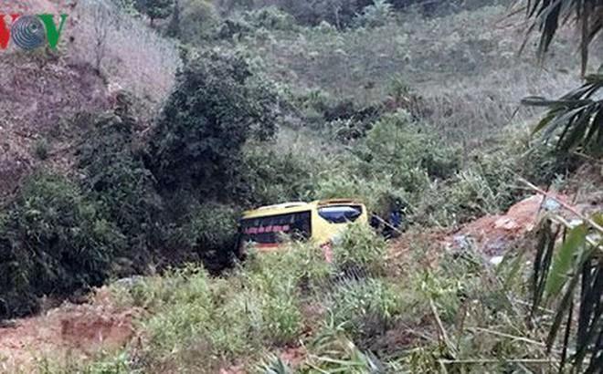 Cẩu xe khách gặp nạn dưới vực đèo Lò Xo về phục vụ công tác điều tra