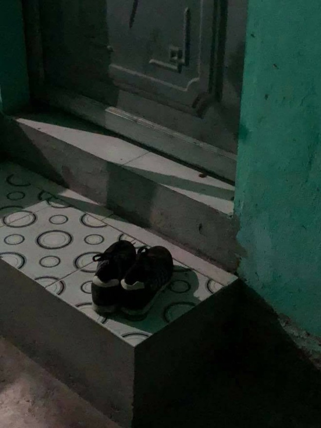 Bí mật về thăm người yêu đêm 8/3, thanh niên đau đớn thấy đôi giày lạ ngoài cửa phòng - Ảnh 1.
