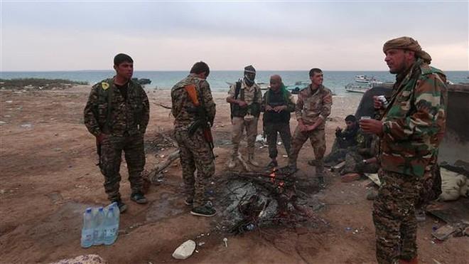 Chính phủ Syria dồn quân áp sát lính Mỹ - Ảnh 1.