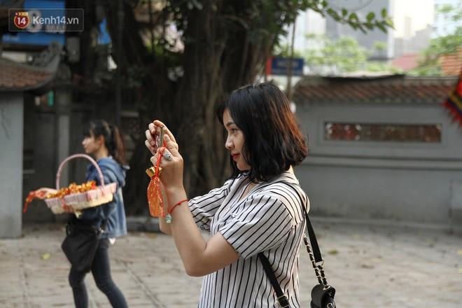 Từ chuyện cô gái được crush bỏ chặn facebook, chủ động nhắn tin, ghé thăm chùa Hà cầu duyên nổi tiếng ở Hà Nội - Ảnh 13.