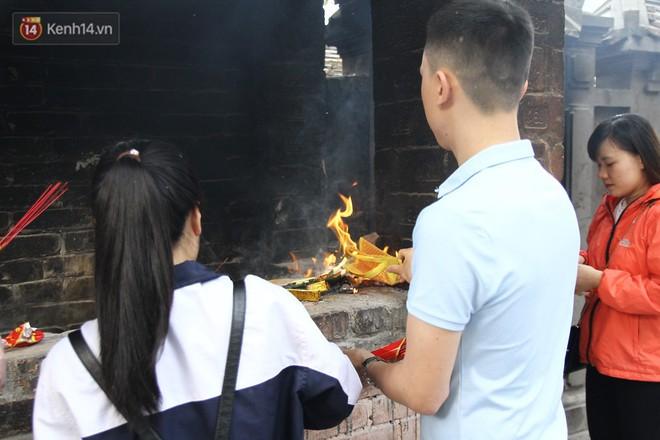 Từ chuyện cô gái được crush bỏ chặn facebook, chủ động nhắn tin, ghé thăm chùa Hà cầu duyên nổi tiếng ở Hà Nội - Ảnh 9.