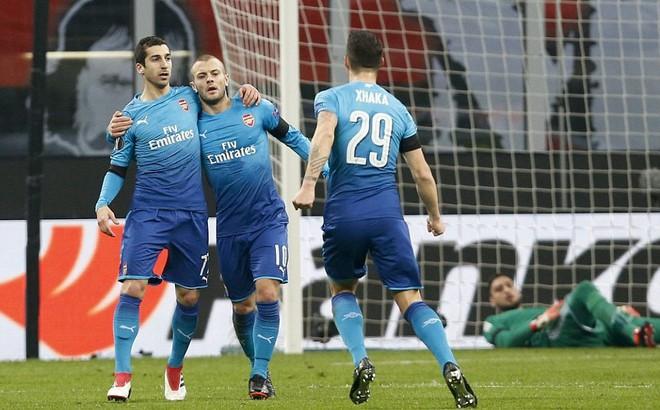 """""""Thổi bay"""" AC Milan, Arsenal khiến fan mâu thuẫn sâu sắc"""