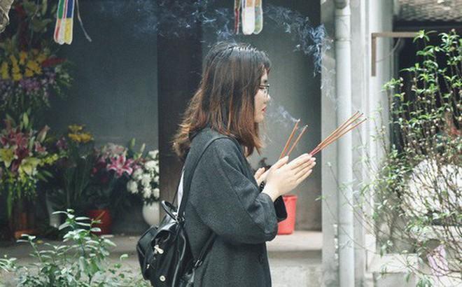 """Từ chuyện cô gái được """"crush"""" bỏ chặn facebook, chủ động nhắn tin, ghé thăm chùa Hà cầu duyên nổi tiếng ở Hà Nội"""