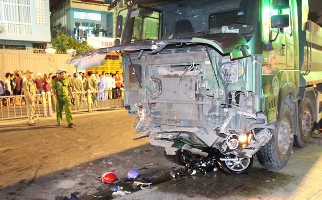 Khởi tố tài xế điều khiển xe ben tông hàng loạt xe máy ở Sài Gòn
