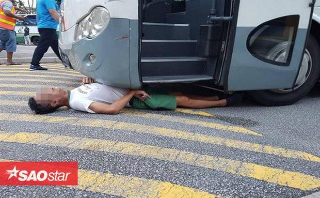 Người đàn ông kẹt dưới gầm xe buýt tưởng chết, sự tử tế của người lạ đã đem tới điều kỳ diệu