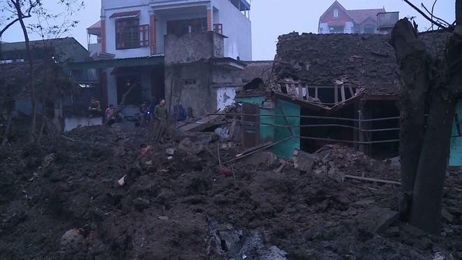 Hiện trường vụ nổ làm 2 người chết, 7 người bị thương, nhiều nhà dân bị tốc mái - Ảnh 16.
