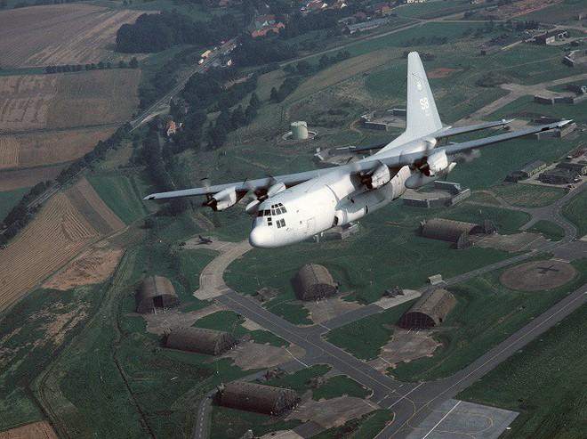 Mỹ đưa máy bay có khả năng chọc mù đối phương đến sát Triều Tiên - Ảnh 4.