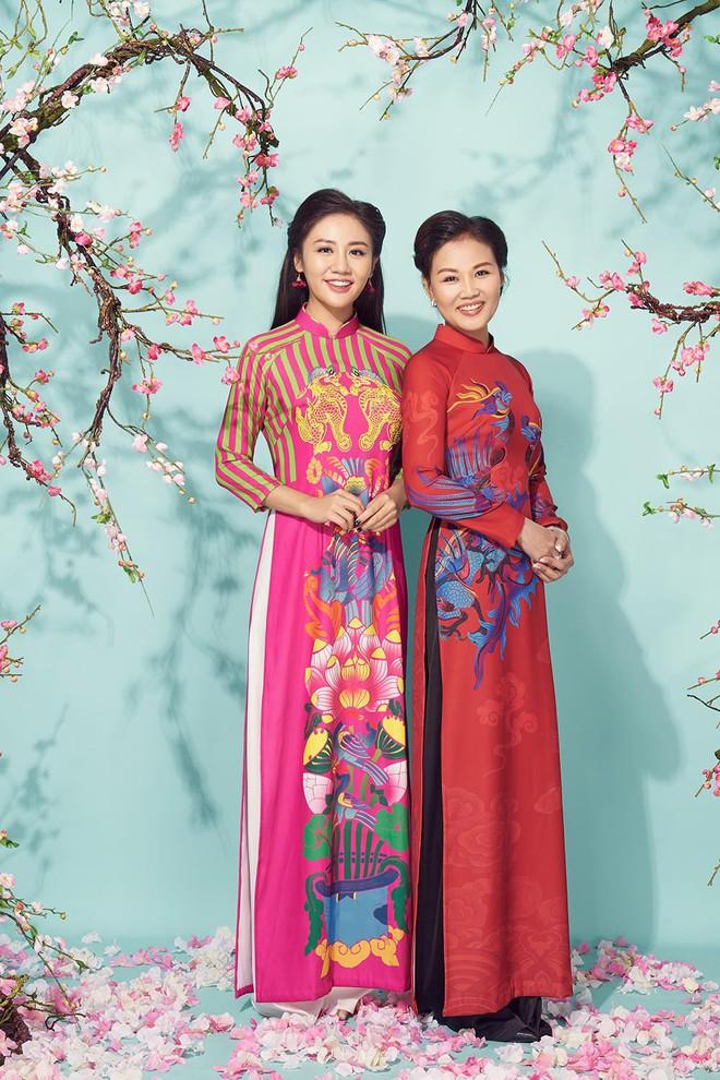 Văn Mai Hương khoe mẹ ruột trẻ trung, xinh đẹp - Ảnh 4.