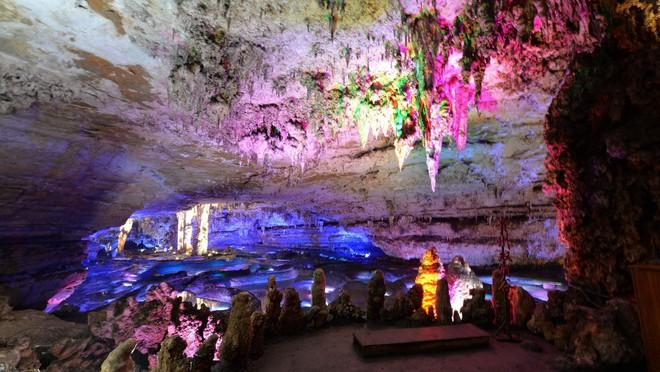 Hệ thống hang động kỳ vĩ đã biến nơi đây trở thành địa điểm thám hiểm và du lịch được yêu thích ở Trung Quốc. Ảnh: Xinhua