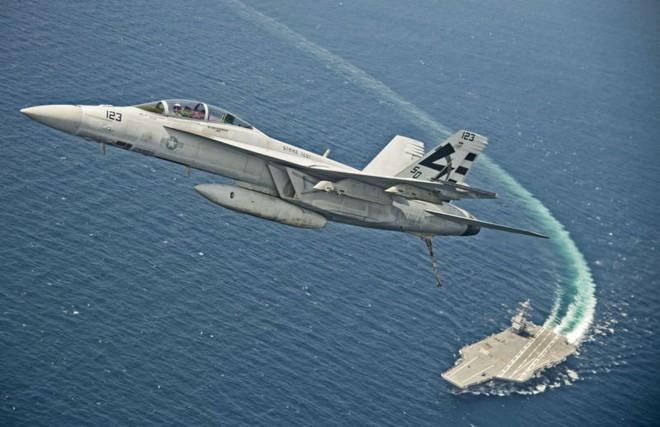 NÓNG: Tàu chiến, máy bay Mỹ đang áp sát Syria, A-50 Nga xuất kích - Miệng hố chiến tranh? - Ảnh 1.