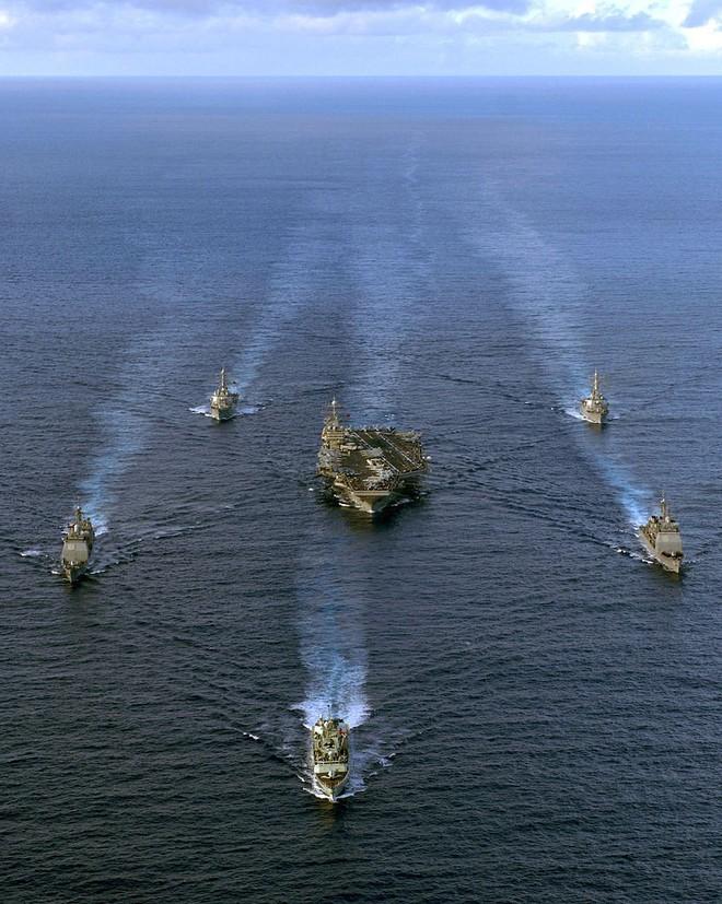 NÓNG: Mỹ điều tàu sân bay, chuẩn bị cùng Anh, Pháp đánh Syria, Nga báo động chiến đấu cao - Ảnh 7.