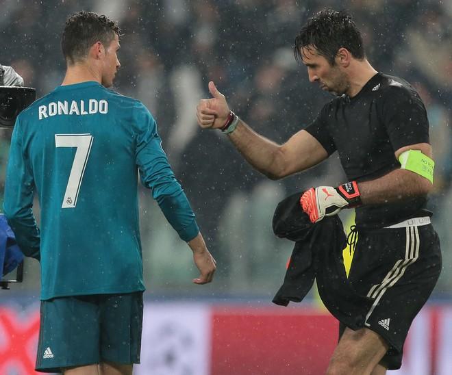 Thành bại luận anh hùng: Ý chí Ronaldo rốt cuộc cũng thắng thiên tài Messi - Ảnh 1.